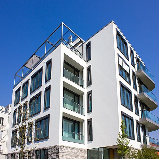 Modernes Mehrfamilienhaus als Immobilienwertanlage.