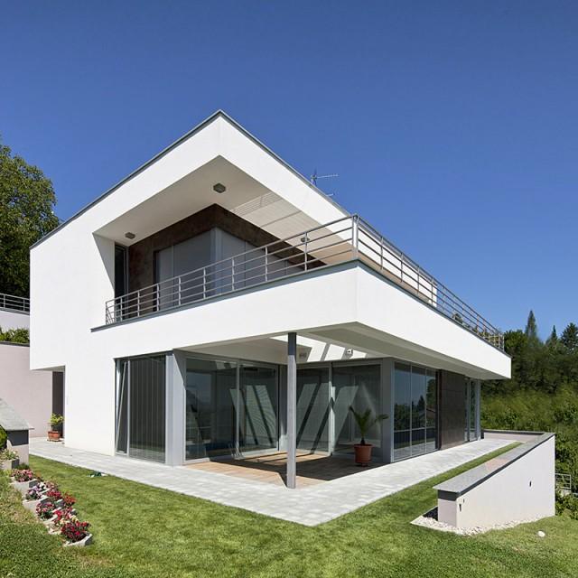 Starhaus-Architekten planen individuelle Einfamilienhäuser wie dieses Terrassenhaus.